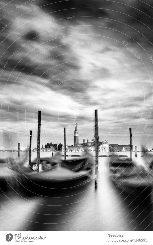 Expedition In Venezia XXI Wasser Wolken Stadt Architektur Verkehrsmittel Wasserfahrzeug schwarz weiß Tradition Venedig Monolithsaeule Markusplatz Canal Grande