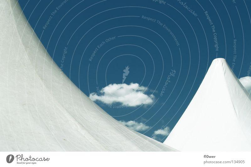 Pagoden LIVE blau weiß Wolken Spitze Zelt Bildausschnitt himmlisch Blauer Himmel geschwungen himmelwärts Himmelszelt Firmament Zeltplane Zelthimmel