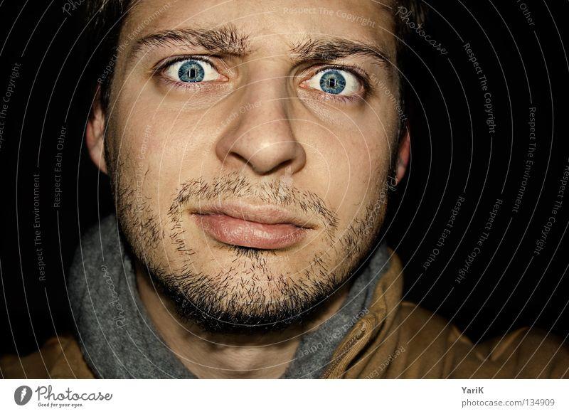 skepsis Blick Pupille Kinn Stirn Schal Bart skeptisch unsicher Überraschung interessant schwarz dunkel Belichtung blitzen geblitzt braun Wimpern Augenbraue