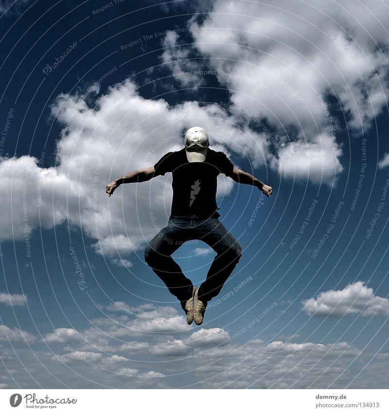 2. Mann Kerl gefroren Wolken Sommer Mütze Hose Hemd Hand Finger Schweben springen treten Anstoß Spielen Anspannung fliegen Luftverkehr Himmel blau cappy