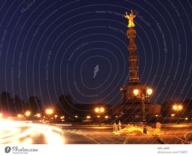 Siegessäule@night Goldelse Laterne Licht Baustelle Nacht historisch Berlin Straße PKW Bewegung