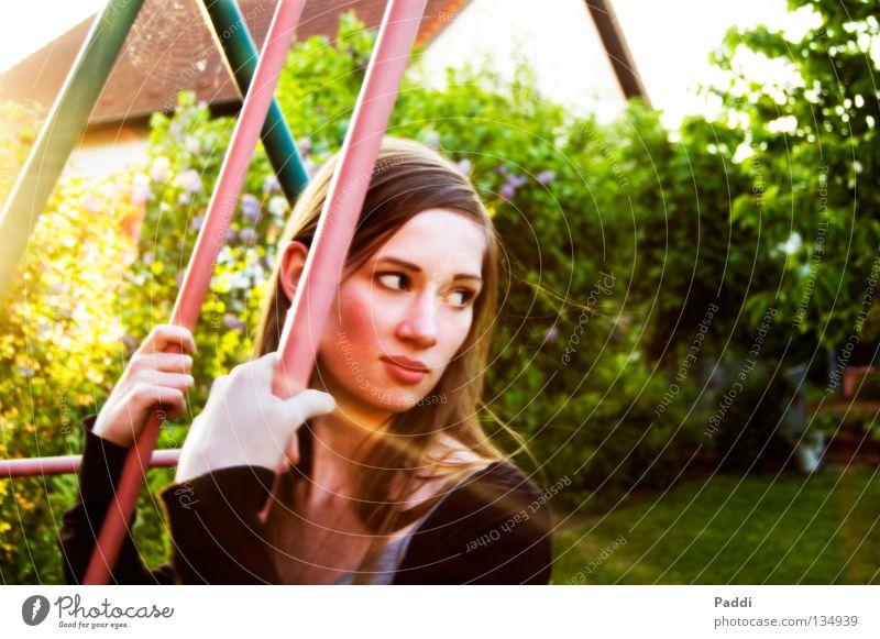 auf der Schaukel... Frau Natur Jugendliche schön Sommer Sonne Freude Farbe Erholung Gesicht Auge Wärme Bewegung Glück Kopf Garten