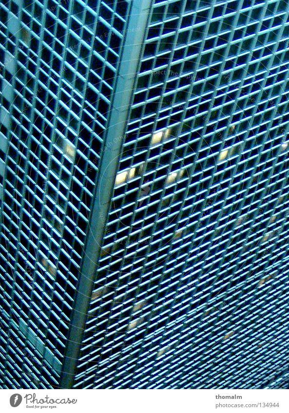 Alexander´s Hotel 2 Hochhaus modern Ecke Geometrie Haus Symmetrie Raster Anschnitt Rechteck Bildausschnitt Architekt Matrix Glasfassade Fensterfront