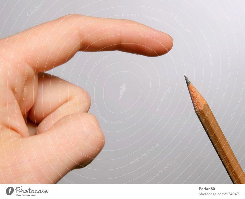 Gute Mine zu bösem Spiel Schreibstift Hand Bleistift Finger weiß Makroaufnahme Nahaufnahme Spitze hell zeichnen