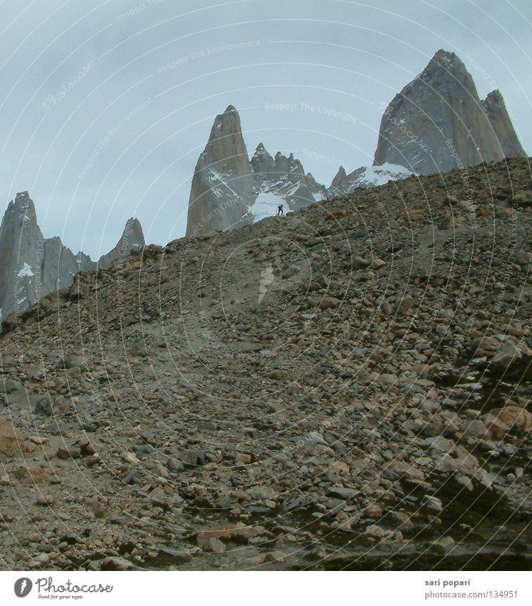 Fitz Roy Argentinien Geröll wandern Höchstleistung Berge u. Gebirge Südamerika Argentina Patagonien Patagonia Wege & Pfade lonely alleine unterwegs