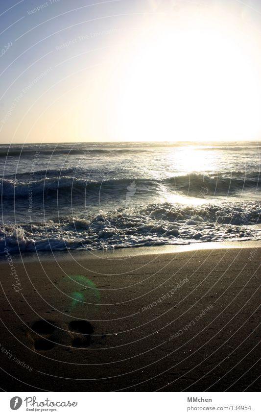 Alles was bleibt... Wasser Sonne Meer Strand Sand Wellen Horizont Erde Spuren Sehnsucht Fußspur verloren Fernweh Erinnerung Flut Rauschen