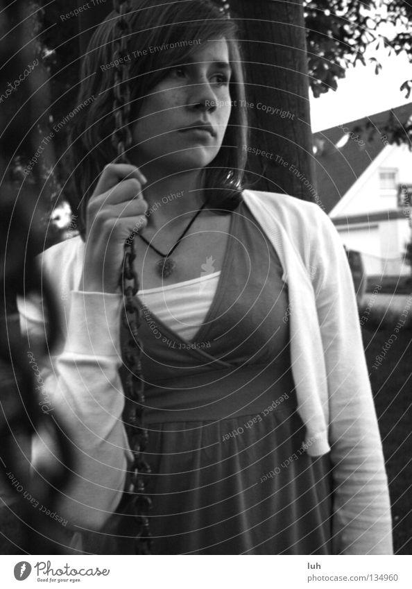 ...walking down the street weiß Einsamkeit ruhig dunkel schwarz Traurigkeit Gefühle braun Stimmung Horizont Trauer Sehnsucht Verzweiflung Erinnerung Schaukel