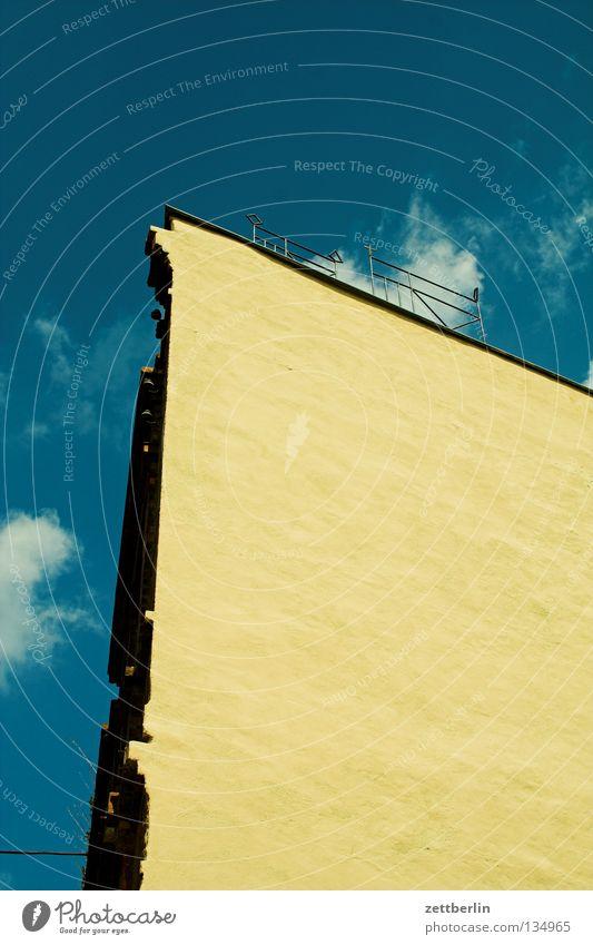 Asche... Haus Wand Fassade steil Putz Dach Eisen Batterie Sachsen-Anhalt Architektur verfallen eigernordwand Geländer dachbett dachterasse schmiedeeisern