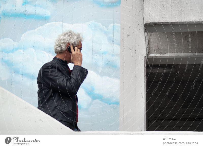 Das Funkloch Mann telefonieren Verabredung Mobilfunk Erfolg Börse Telekommunikation Business sprechen Handy PDA Mensch Erwachsene 45-60 Jahre Wolken Fassade
