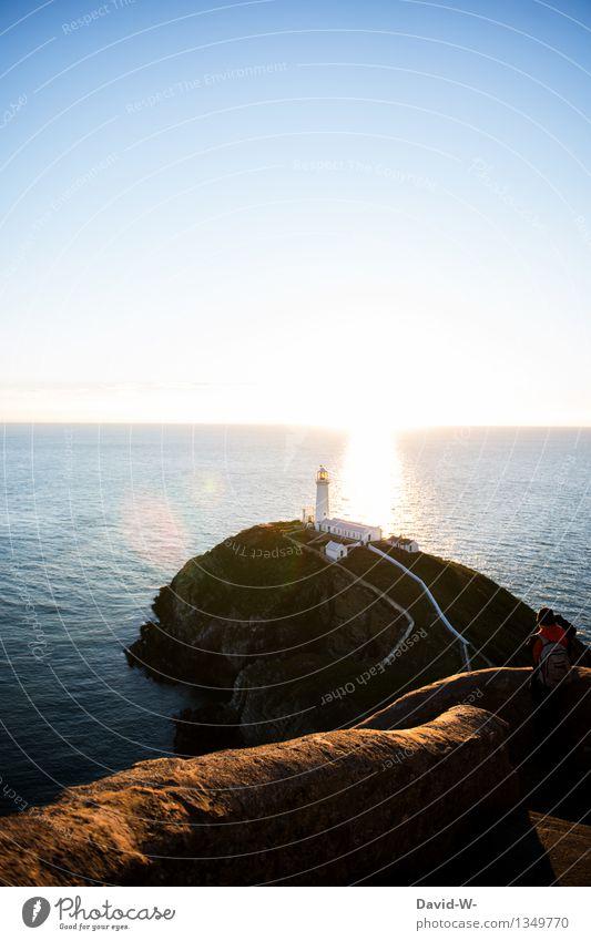 Leuchtturm bei Sonnenuntergang Meer Ozean leuchten Küste Wasser Außenaufnahme Farbfoto Himmel Landschaft Natur Ferien & Urlaub & Reisen Schönes Wetter Tourismus