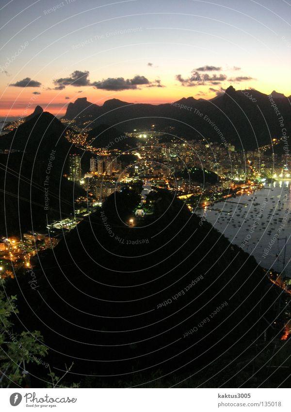 Rio Rio de Janeiro Südamerika Sonnenuntergang Lichtermeer ruhig Außenaufnahme Langzeitbelichtung Zuckerhut (Felsen) Abenddämmerung Küste Hafenstadt Bekanntheit