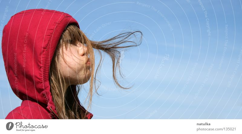 Little Red Riding Hood Kind Mädchen Himmel blau rot Haare & Frisuren Wind Mensch blasen Behaarung Umwelt Kapuze