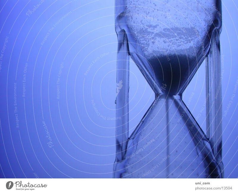 Zeitspiel blau Uhr Sand Häusliches Leben stoppen Statue Termin & Datum rieseln Sanduhr