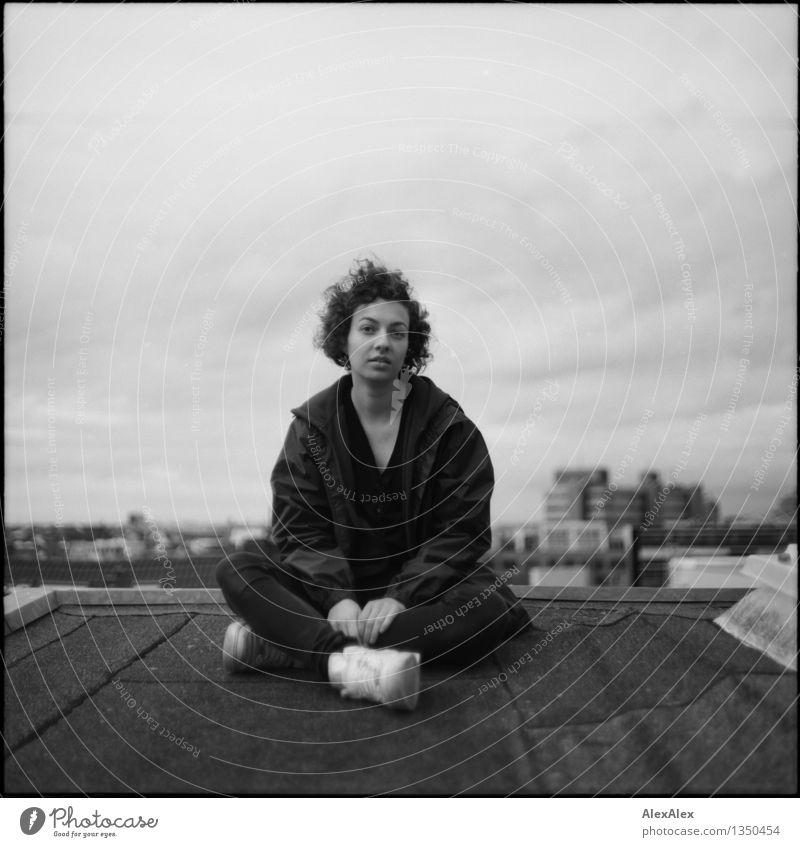 Interview Jugendliche Stadt schön Junge Frau 18-30 Jahre Erwachsene feminin außergewöhnlich wild authentisch ästhetisch Kommunizieren hoch retro einzigartig