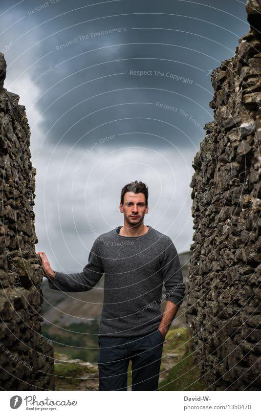 Model male Mensch Natur Ferien & Urlaub & Reisen Jugendliche Mann Junger Mann ruhig Wolken dunkel Erwachsene Umwelt Leben Gefühle Herbst Mauer Stimmung