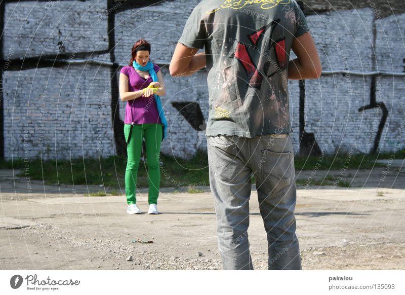 MAKING OF mehrfarbig grün Hose Sommer Stil Freundschaft Hinterhof verrückt Paparazzo spontan Pause Dreharbeit Freizeit & Hobby Wand Jugendliche shoot maue