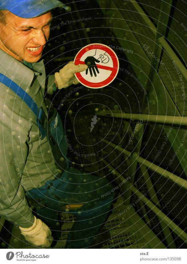 werkrundgang Mensch Mann Jugendliche dunkel Arbeit & Erwerbstätigkeit Wärme Metall dreckig maskulin Schilder & Markierungen Industrie Sicherheit