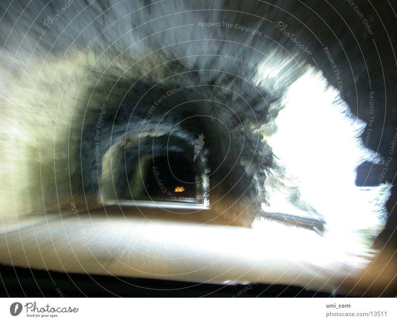 durch den Tunnel, dann rechts Berge u. Gebirge Stein Geschwindigkeit Rasen historisch