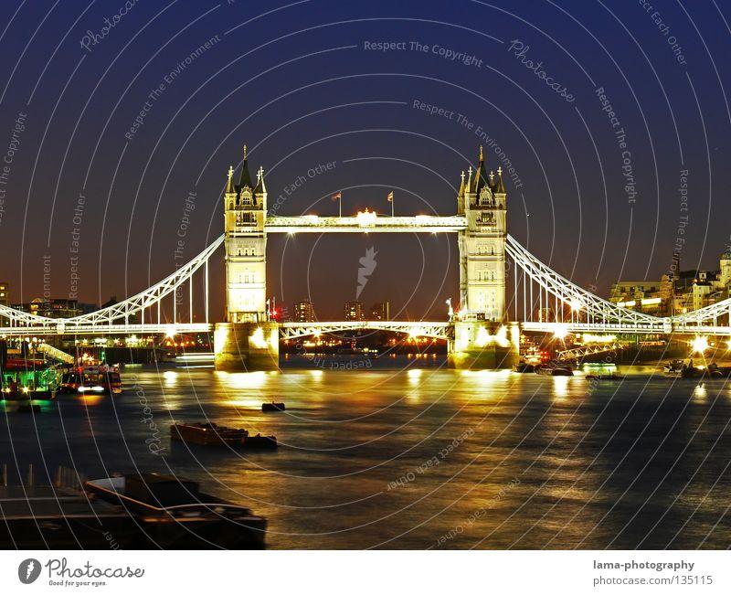 London Nights Tower Bridge England Großbritannien Kunst Sightseeing Hängebrücke Stahl Konstruktion Reflexion & Spiegelung dunkel Dämmerung Sonnenuntergang