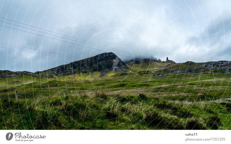 OLD MAN OF STORR IM NEBEL Natur Landschaft Himmel Wolken Wetter Wind Baum Blume Gras Sträucher Moos Farn Wald Hügel Felsen Berge u. Gebirge Meer Insel