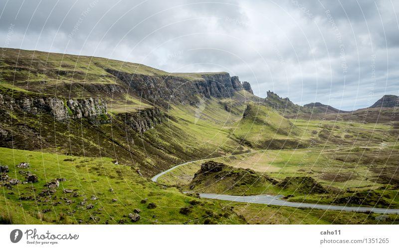Quiraing auf Skye Natur Landschaft Urelemente Himmel Wolken Frühling Sommer Klima Wetter Wind Nebel Regen Pflanze Gras Sträucher Moos Blatt Hügel Felsen