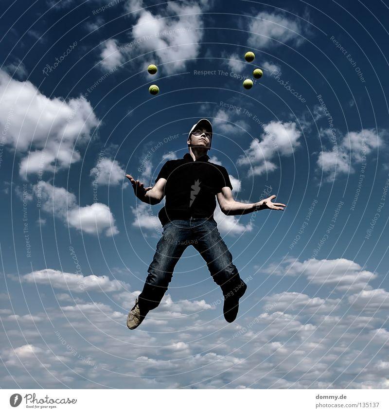 low gravity Himmel Mann blau Freude Sommer Wolken dunkel Beine Fuß hell Arme fliegen Luftverkehr T-Shirt Ball Jeanshose