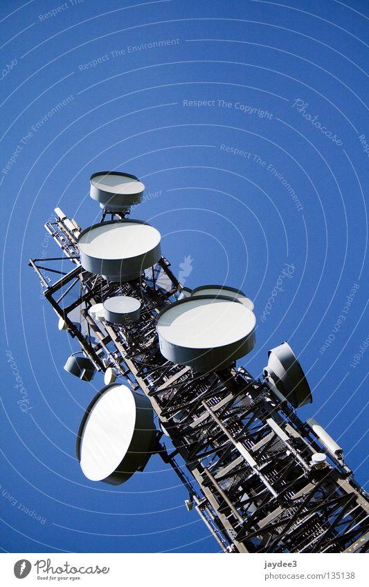 Meine Fernsehantenne Gebäude Funktechnik Funkturm Kreis hoch rund diagonal eckig Industrie Elektrisches Gerät Technik & Technologie Turm Himmel blau Metall