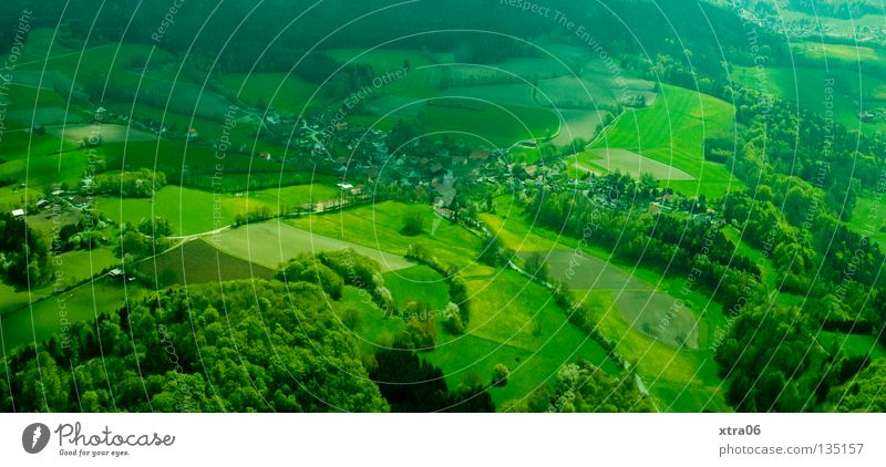 Luftaufnahme 4 - Überblick Wald Wiese oben Berge u. Gebirge Deutschland fliegen Tal