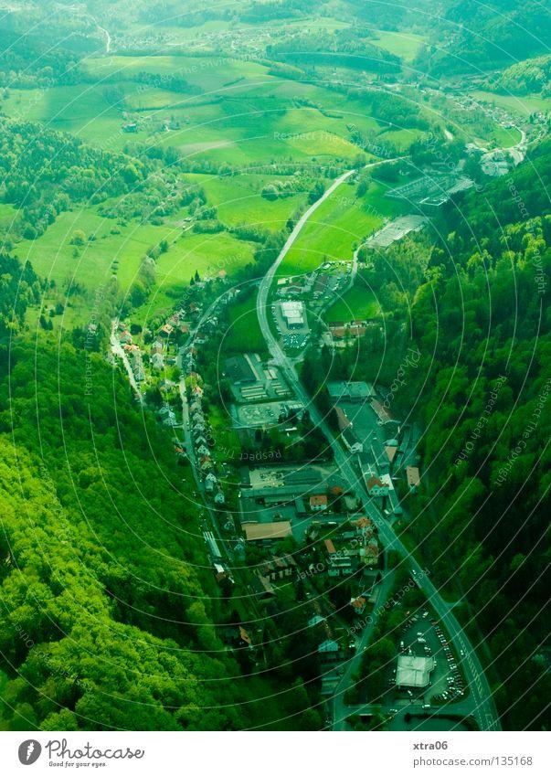 Luftaufnahme 5 - Talblick Haus Straße Wald Berge u. Gebirge Deutschland Luftaufnahme Tal Lebensraum