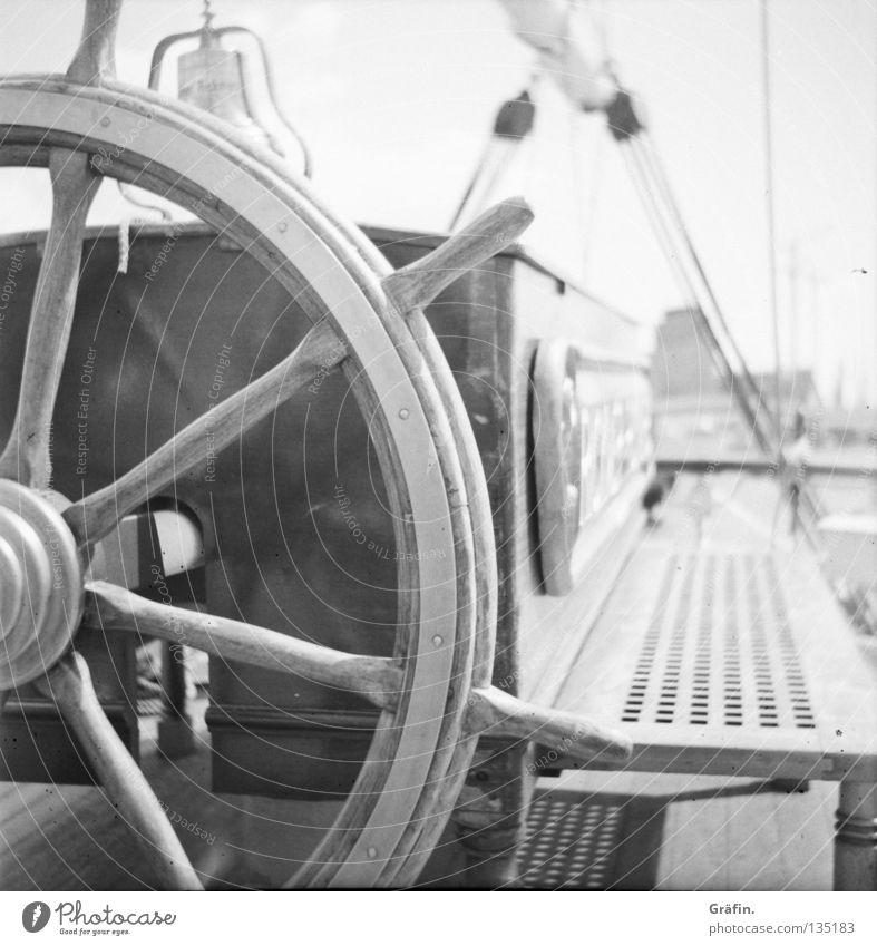 Hart Steuerbord Sonne Segeln Seil Baum Schifffahrt Wasserfahrzeug Holz sitzen Glocke Backbord Rickmer Rickmers Kapitän Paddel Parkdeck Achterdeck Schot Bark