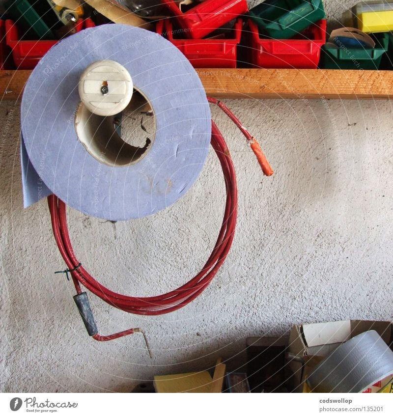 wiedergutmachen Handwerk Arbeit & Erwerbstätigkeit Wand Werkstatt Handtuch Halterung Atelier Werkzeug Papierhandtuchspender Reparatur shelf tools craft work