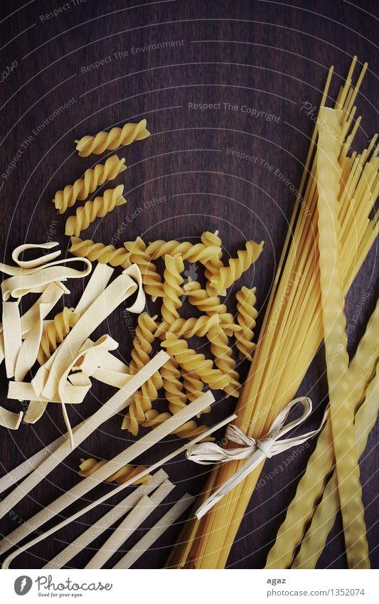 Spaghetti Lebensmittel Ernährung Italienische Küche Liebe gelb Tradition noodles pasta eating food Hintergrundbild Italian flour traditional close color cuisine
