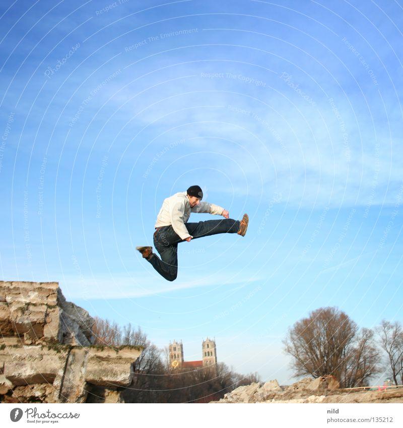 Freudensprung Himmel Freiheit Bewegung springen hoch Aktion München Mütze Freestyle hüpfen 100 Jubiläum Bayern Extremsport Isar