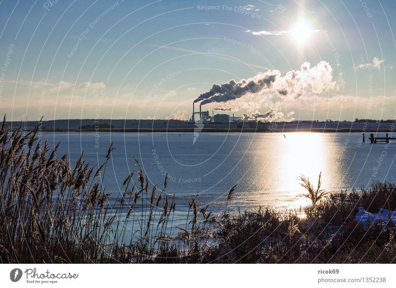 Industriegebiet Sonne Energiewirtschaft Kohlekraftwerk Umwelt Natur Landschaft Wasser Wolken Küste Ostsee Schornstein Rauch Klima Industrielandschaft Wismar