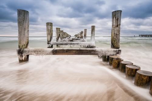 Buhne Natur Ferien & Urlaub & Reisen blau Wasser Meer Landschaft ruhig Wolken Strand Winter kalt Küste Tourismus Idylle Frost Ostsee
