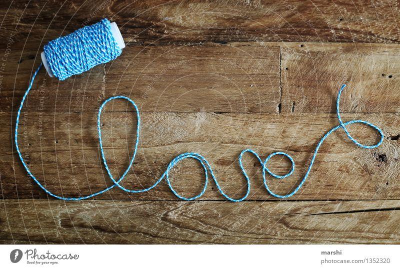 love*love*love Liebe Gefühle Stimmung Freundschaft Schriftzeichen Romantik Zeichen Schnur Verliebtheit Basteln Holztisch Valentinstag Sympathie rustikal