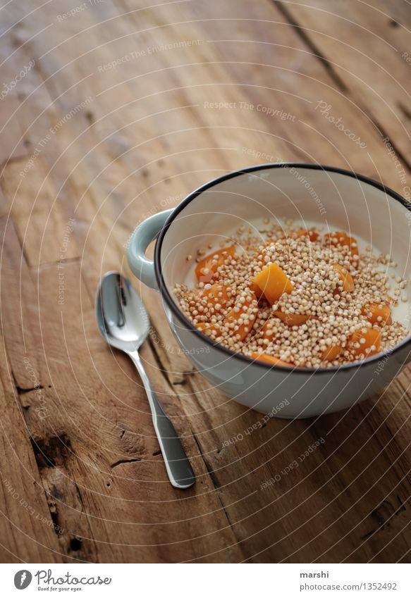 Frühstück Lebensmittel Joghurt Milcherzeugnisse Frucht Dessert Ernährung Essen Diät Gefühle Stimmung lecker Quark Löffel Tisch Appetit & Hunger