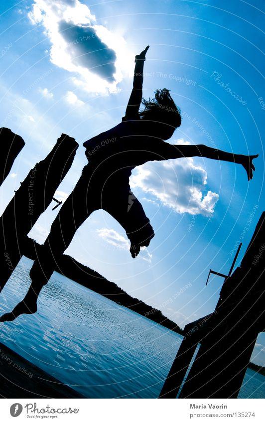 sprunghaft (1) springen hüpfen hoch Wolken Sprungkraft Bewegung See frei Gefühle Freude Begeisterung Applaus Leben Gesundheit Turnen Karriere Sprungbrett