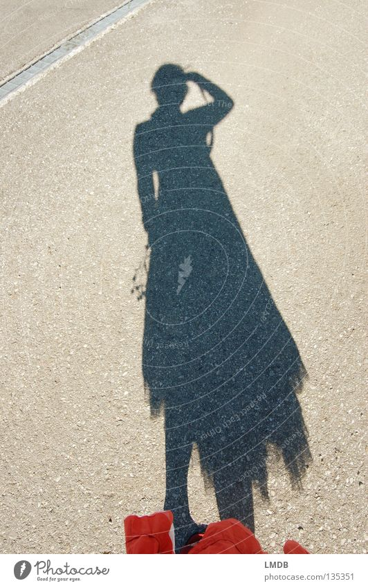 Schattenmädchen 1 Licht dunkel Grenze Fotografieren Blume leicht beweglich luftig Freizeit & Hobby Frau Sonne hell planen Kontrast Blumenstrauß orange Straße