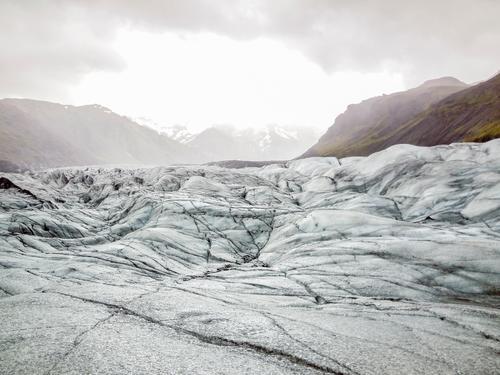 glacier in Iceland Natur blau weiß Landschaft Wolken Winter kalt Berge u. Gebirge Felsen Tourismus Abenteuer Frost Hügel gefroren Riss Island