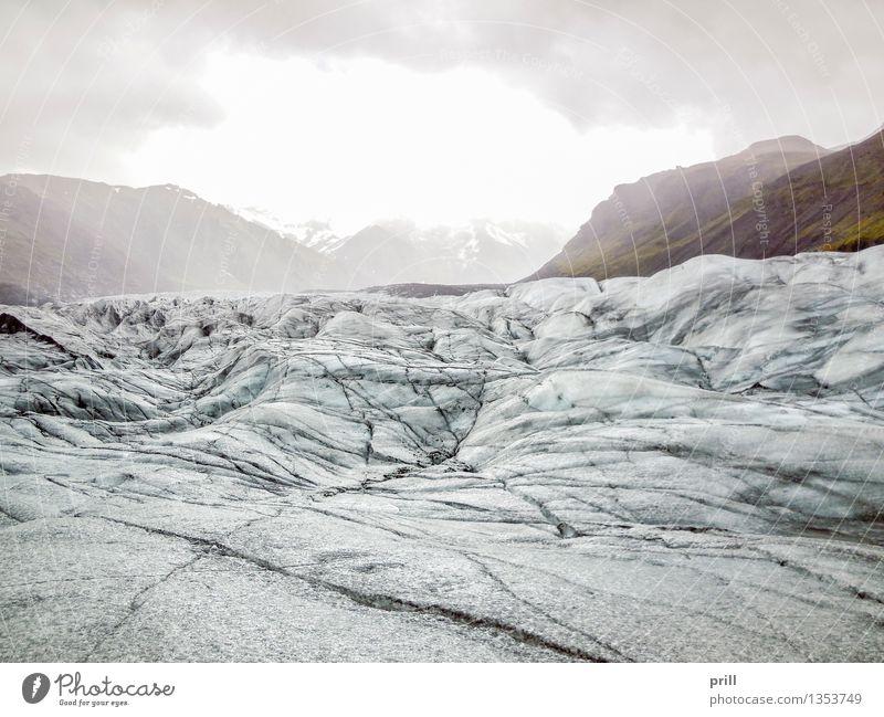 glacier in Iceland Tourismus Abenteuer Winter Berge u. Gebirge Natur Landschaft Wolken Hügel Felsen Gletscher kalt blau weiß Island eis gefroren schnee gipfel