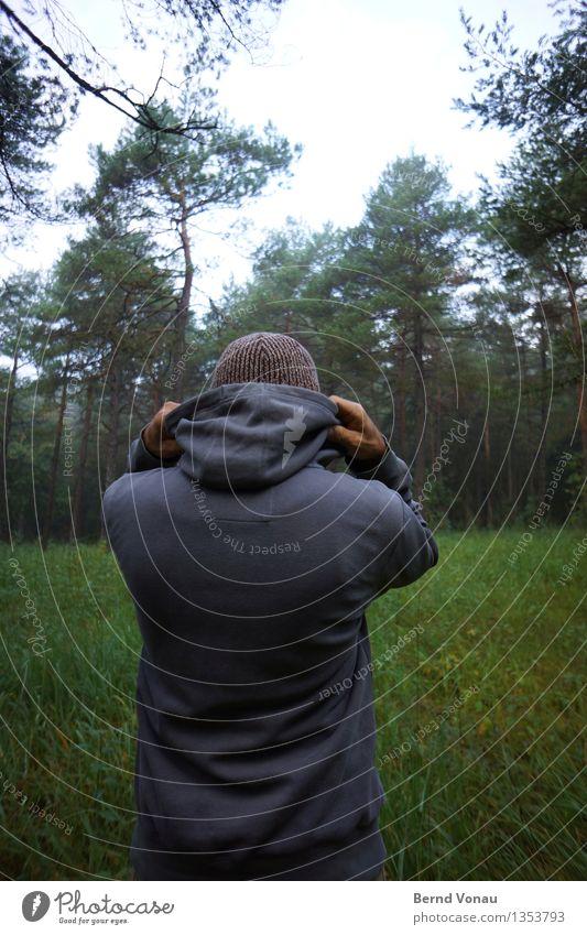 Zieht Euch warm an Mensch maskulin Mann Erwachsene 1 45-60 Jahre Umwelt Natur Landschaft Pflanze Baum Gras Wald Gefühle Kälteschutz anziehen Kapuzenjacke Mütze