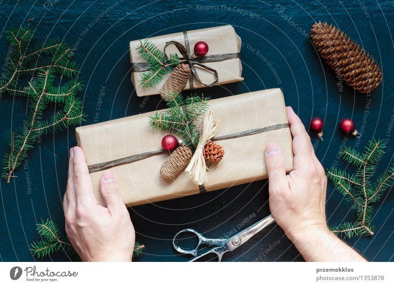 Weihnachten & Advent Hand klein Feste & Feiern Dekoration & Verzierung groß Geschenk Kultur Papier Schnur Tradition heimwärts Kasten Verpackung Kiefer