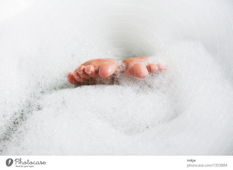 achtzeh`n Mensch schön Erholung ruhig Freude Leben Gefühle lustig Lifestyle Schwimmen & Baden Stimmung Fuß liegen Zufriedenheit Körper Fröhlichkeit