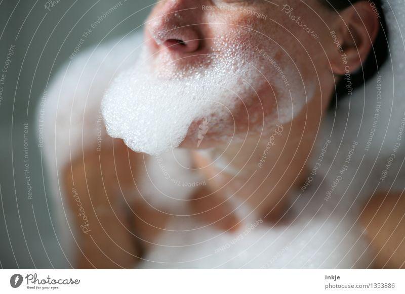 Schaumbad Mensch Frau schön Erholung Freude Gesicht Erwachsene Leben Gefühle lustig Schwimmen & Baden Körper nass Wellness Körperpflege Bart