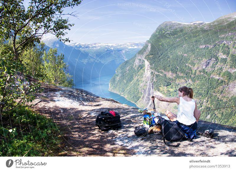Norwegen Geiranger Ferien & Urlaub & Reisen Ausflug Abenteuer Ferne Freiheit Expedition Camping feminin Junge Frau Jugendliche 1 Mensch 18-30 Jahre Erwachsene