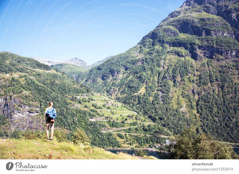 Norwegen XX - Geiranger Mensch Himmel Natur Ferien & Urlaub & Reisen Jugendliche schön Sommer Junge Frau Ferne 18-30 Jahre Berge u. Gebirge Erwachsene Umwelt
