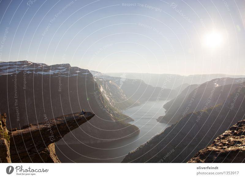 Norwegen XV - Trolltunga Ferien & Urlaub & Reisen Ausflug Abenteuer Ferne Freiheit Berge u. Gebirge wandern Mensch 1 Umwelt Natur Landschaft Himmel