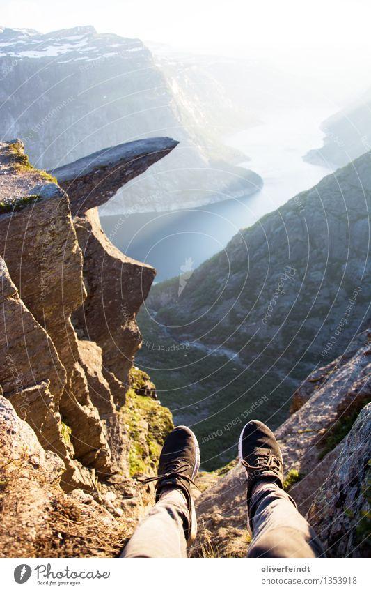 Norwegen - Trolltunga Natur Ferien & Urlaub & Reisen Landschaft Ferne Berge u. Gebirge Umwelt Küste Freiheit Felsen wandern Schuhe Ausflug bedrohlich