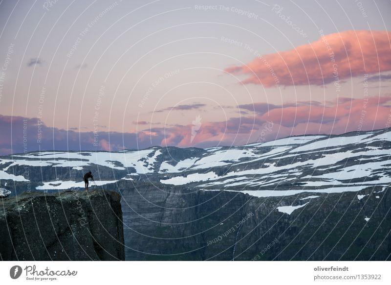 Norwegen XVI - Trolltunga Mensch Himmel Natur Ferien & Urlaub & Reisen schön Wolken Ferne Berge u. Gebirge kalt Umwelt feminin Freiheit Felsen Horizont